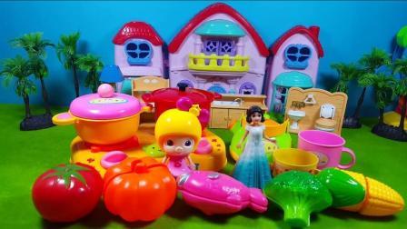 大象巴巴学习炒土豆的方法, 粉红猪小妹厨房玩具
