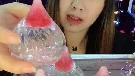 吃冰达人冻水晶包子冰, 脆脆的很精致, 还可以吃!