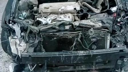 丰田凯美瑞, 晒车软, 头部钻进大车底下, 已成为二手车!
