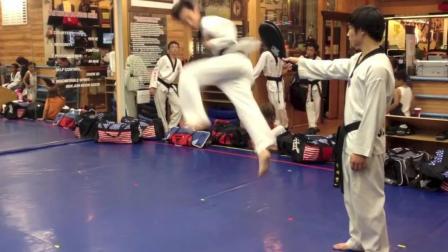 跆拳道中帅气的720度回旋踢, 这才叫真功夫
