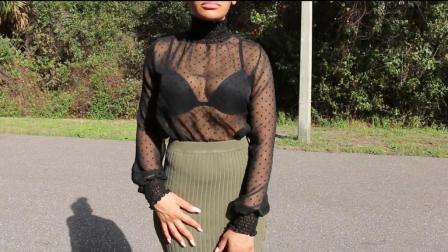 黑色薄纱透视衫配高腰包臀裙, 若隐若现, 尽显女人动人魅力