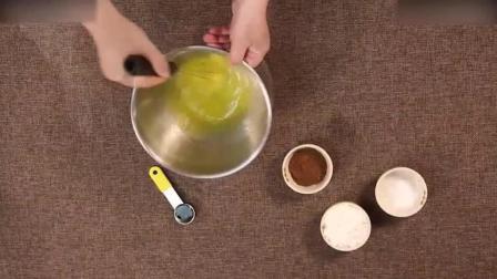 烘焙短期培训红丝绒玛德琳蛋糕的做法做巧克力慕斯蛋糕