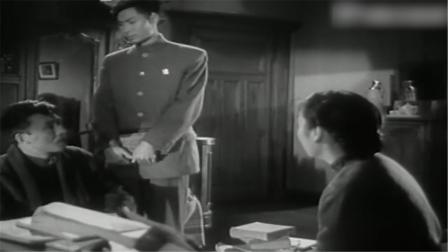 儿子和父母商量事情的时候,日军突然闯进并做了这种事情
