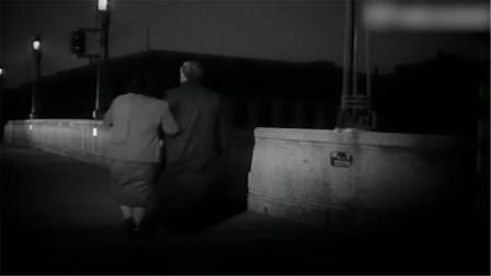 老夫妻散步时突然受到,没想到变化来得如此之快