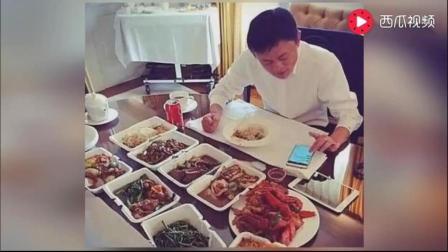 看看马云和王建林一个人吃饭的场景看完真的邻人发指