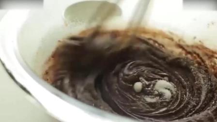 蛋糕裱花教学视频烘焙教学-半球巧克力熔岩蛋糕蓝莓慕斯蛋糕