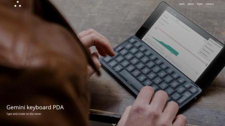 按键出戏 CES出现全键盘翻盖手机!