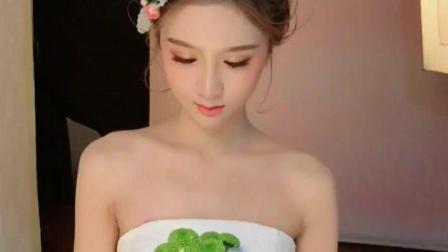 准新娘拍婚纱照 只化妆不美颜都已经很好看了