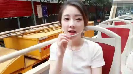 冯提莫《光年之外》in上海户外双层敞篷巴士上!