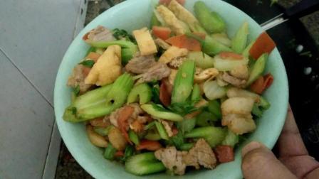 芹菜的做法视频 芹菜怎么做好吃 西芹炒肉的做法