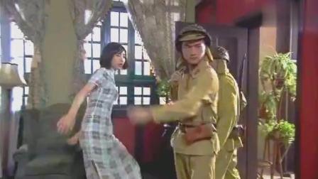日军搜查女共党房间, 女共党没办法岔开腿就拼上了