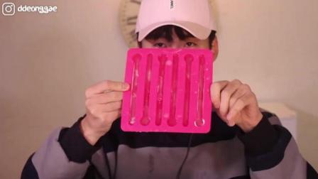 大胃王豪放派, 吃两盒冰块, 太冰了吧! 看着都难受