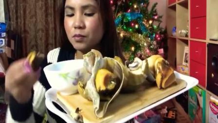 越南美女吃大海螺, 这么大一块肉, 吃起真过瘾