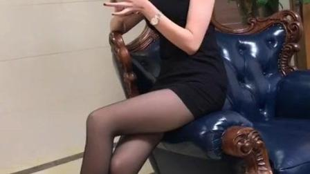 当过空姐的女朋友, 黑丝大长腿的爱不释手