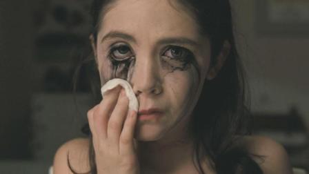 五分钟看完美国恐怖惊悚电影《孤儿怨》小萝莉是33岁的大妈, 这妆画得没毛病!