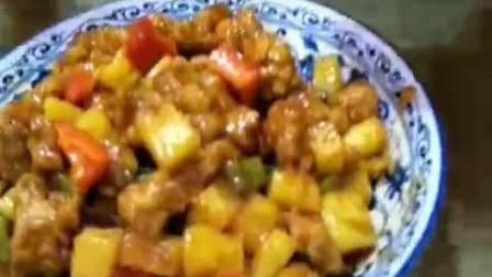 大毛小吃货: 60岁的老大爷开吃啦, 菠萝咕噜肉, 牛肉拉面, 热腾腾的来一碗!