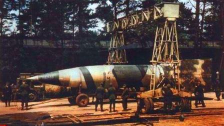 导弹掉进电影院 1吨炸药爆炸 300名众瞬间丧命 只留下20米弹坑