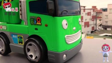 汽车玩具总动员撞车! 小企鹅波鲁鲁运钞车撞小公交车太友钻石车 儿童玩具故事