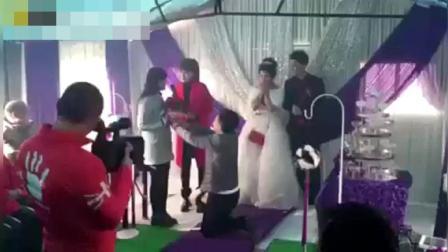 结婚主持人闹伴郎伴娘