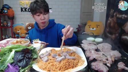 韩国大胃王花总, 吃超多烤五花肉+超大盘拌面+鲜奶泡饼干+冰淇淋