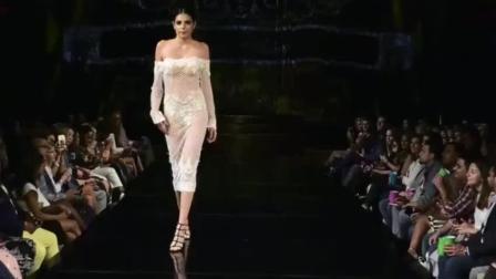 美女睡衣时装秀, 第三位出场时, 全场的焦点都集中在她身上!