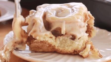 这样做出来的奶油面包卷软香可口, 最适合用来当做早餐。