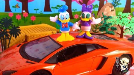 米奇妙妙屋玩偶 第一季 米奇米妮和唐老鸭黛丝高飞布鲁托一起开酷炫野餐车去野餐 一起开酷炫野餐车去野餐