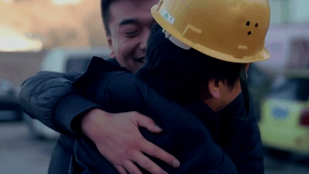 洗车工与美女的对话让人深思, 如果我们不再冷漠, 爱会传递