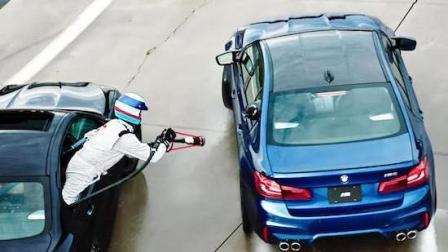宝马公司为了创造连续漂移世界纪录竟然采用了行车加油技术
