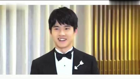 帅哥刘昊然穿西服摆姿拍照视频, 好可爱呀