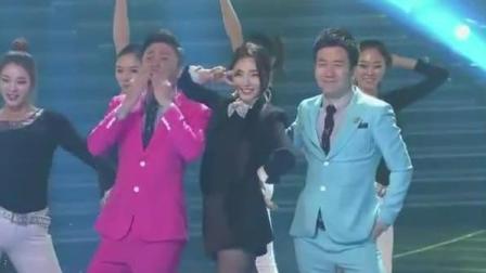 这才是原版! 筷子兄弟和裴涩琪现场同台跳《小苹果》。