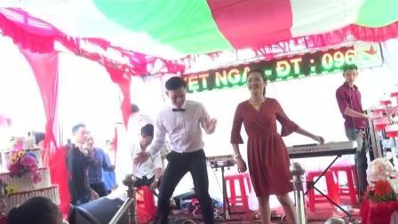 越南婚礼新郎新娘现场表演跳舞