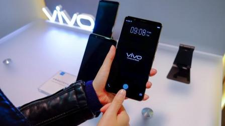 全球第一! 中国手机vivo展出首款屏下指纹识别手机