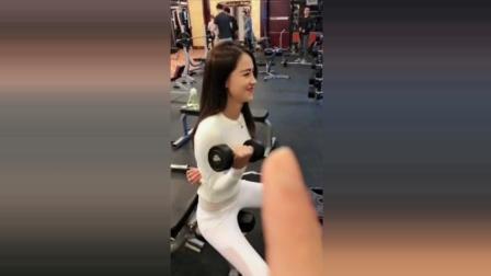 爆笑恶搞美女健身教练本本, 本本教练, 放开那根香蕉, 有本事你冲我来