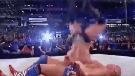 这就尴尬了! WWE爆笑演砸穿帮瞬间 塞纳莱斯纳巴蒂斯塔巨星齐上榜