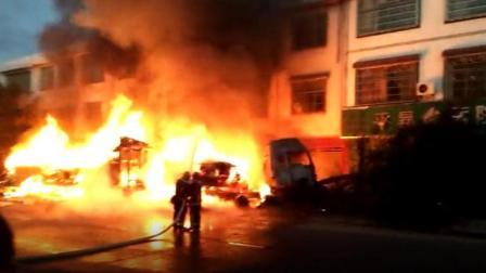 大货车与老人助力车发生车祸引发大火, 希望朋友们安全出行, 平安回家