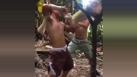 90后小伙痴迷泰拳, 练就了铁肘铁手, 这身手能为武僧一龙复仇吗?