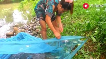 柬埔寨大哥不在家嫂子带小叔子去捕鱼