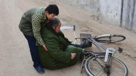 打脸! 老人摔倒敢扶吗, 测试农村和城市路人的差别