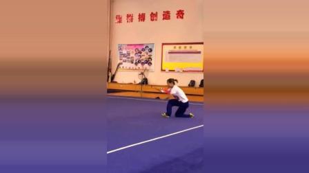 中国传统武术, 这个妹子练得如此飘逸有力, 佩服!