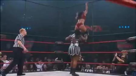 铁笼大战 TNA女金刚也有失败的时候 铁笼大战塔拉 塔拉铁笼顶跳下重压