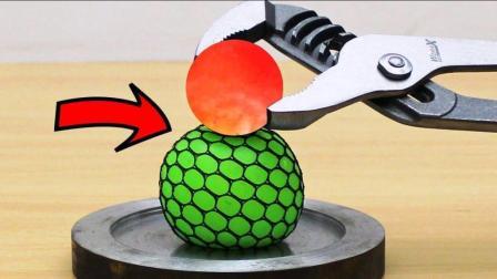 抗压球怎么把玩都玩不坏? 那把1000度铁球扔上面呢?