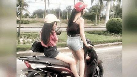两名电动车姑娘正等着过马路, 突然祸从天降, 悲剧了!