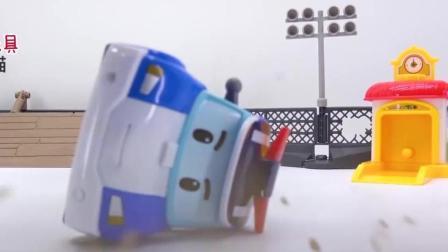 好危险! 警车珀利和救护车安巴撞车啦! 电动工具拼装拯救 儿童汽车玩具故事