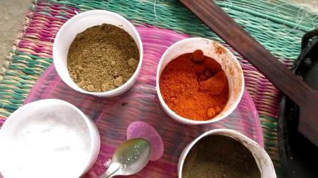 印度妇女做饭, 洋葱煎鸡蛋, 卷面包片吃