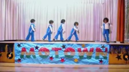 明星模仿大赛 小学生扮迈克杰克逊演出 获得观众一致好评