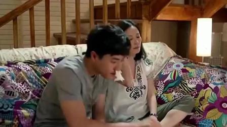 孤男寡女深夜一起看韩国小电影, 俩人没把持住, 开始做爱做的事了