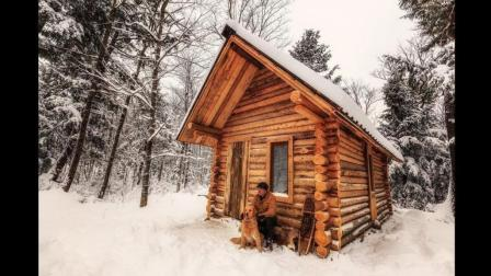 加拿大牛人在荒郊野岭仅凭一己之力就建造了一间木屋