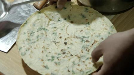 只吃过山东煎饼? 来尝尝西北农村的平底锅烙洋芋饼, 简单又好吃!