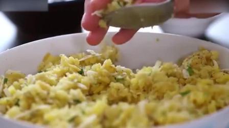 烘焙短期培训教你做香酥可口的芝士炸土豆打发淡奶油